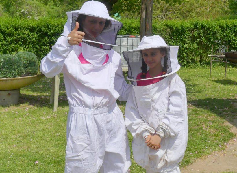 atelier Ocelles autour des ruches, participantes en vareuse